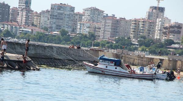 Tekneden Denize Düşen Genç Kayboldu