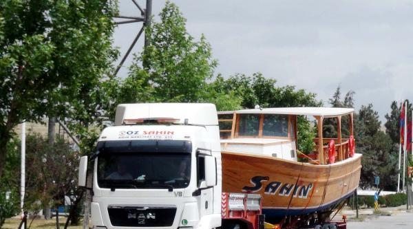 Tekneyi Tır'la Taşıdılar