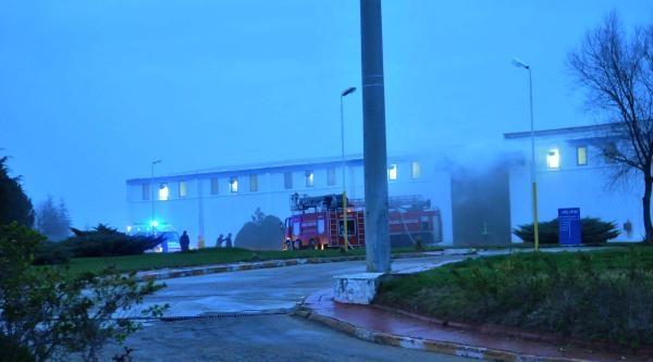 Tekstil Fabrikasında Çikan Yangında 17 İşçi Dumandan Etkilendi