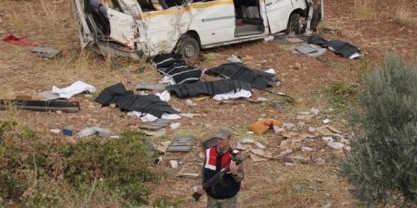 Tekstil Işçilerini Taşiyan Minibüs Takla Atti: 6 Ölü (2)