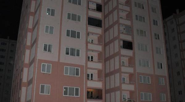 Tekstilci 11'inci Kattan Düşüp, Öldü