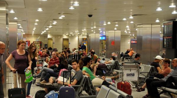 Tel-aviv Yolcuları Atina Üzerinden İsrail'e Gönderildi