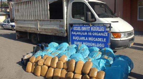 Tem Otoyolu'nda Durdurulan Kamyonette 320 Kilo Esrar Ele Geçirildi