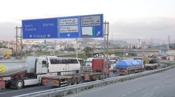 Tem'de Çalişma, D-100'de Yoğun Trafik (3)