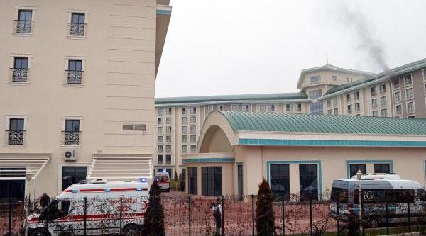 Termal Otelde Yangin Çikti, Müşteriler Dumandan Etkilendi (2)