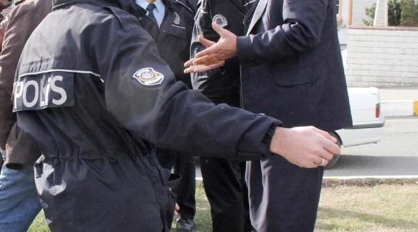 Ters Şeritte Giden Sürücüyle Polis Arasinda Arbede Yaşandi