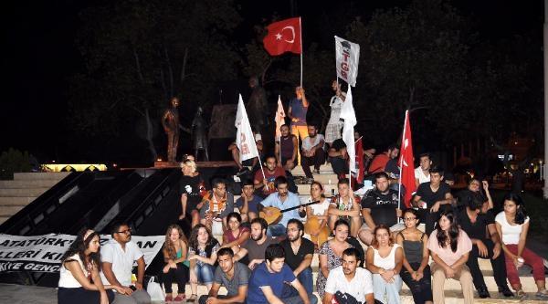 Tgb Üyeleri Atatürk Heykeli Önünde Gece Boyunca Nöbet Tuttu