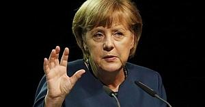 Merkel'den Türkiye'ye övgü!