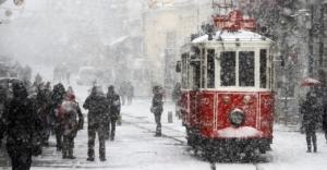 İstanbul'da kar fena bastırdı!