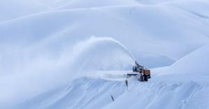 Kar yağışı hayatı durma noktasına getirdi