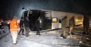 4 yolcu otobüsü devrildi! 85 yaralı