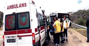 Mersin'de otomobil ile yolcu otobüsü çarpıştı: 2 ölü, 5 yaralı