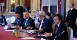 Çavuşoğlu Paris'te Suriye toplantısına katıldı