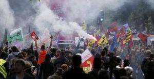 Fransa'da ulaşım sektörü çalışanları greve çıkıyor