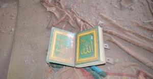 Teröristler Kur'an'ı parçaladı, askerler topladı