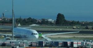 Uçakta inatçı yolcu krizi!