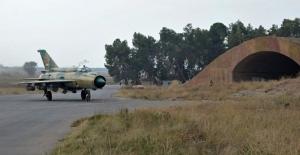 Suriye'de savaş uçağı düştü! Pilot esir alındı