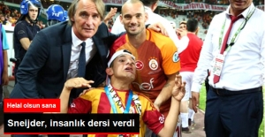 Sneijder, Süper Kupa Madalyasını Engelli Bir Taraftara Hediye Etti