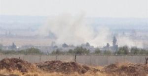Suriye'de 2 bölge havadan vuruldu