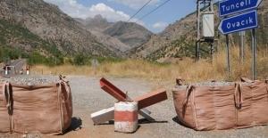 Tunceli'de teröristlerle çatışma nedeniyle karayolu trafiğe kapatıldı