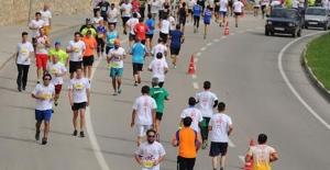 Bursa'da Sağlıklı Yaşam Yol Koşusu'na 1600 sporcu katıldı