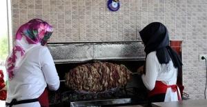 Cağ kebabın kadın ustası