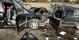 İki otomobil çarpıştı: 1 ölü, 9 yaralı