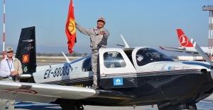 Kırgız pilot Salivey dünya turunu tamamladı