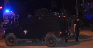 Polise Ateş Açıp Bomba Atan 2 Kişi Vurularak Yakalandı
