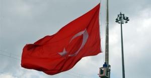 Ankara'da bayraklar yarıya indirildi