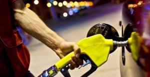 Benzin ve motorine 15 kuruş zam