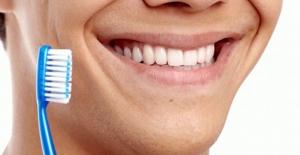 Dişler nasıl beyazlar? Ev tipi diş beyazlatma yolları