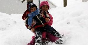 Kar yağışı nedeniyle 4 ilde okullar tatil edildi