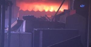 Sefaköy'de terk edilmiş binada yangın