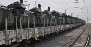 Sınıra zırhlı askeri araç sevkiyatı sürüyor