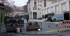 AK Parti İstanbul İl Başkanlığı çevresinde güvenlik önlemleri arttırıldı