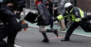 RT America muhabiri, Washington'daki gösterileri takip ederken gözaltına alındı