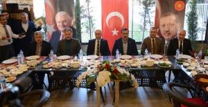 Tüfenkci gazetecilerle kahvaltıda bir araya geldi