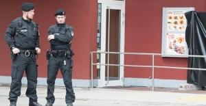Alman polisinden DİTİB personeline baskın