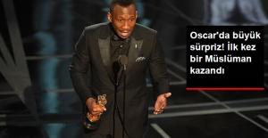 Oscar'da En İyi Yardımcı Erkek Ödülünü, İlk Kez Bir Müslüman Kazandı