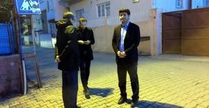 Polisin durdurduğu HDP Batman Milletvekili Mehmet Ali Aslan gözaltına alınmayı sokakta yaklaşık 3 buçuk saat bekledi