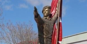Şehit Ömer Halisdemir'in heykeli memleketi Niğde'ye dikildi