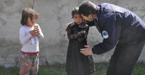 Anne-babasını baygın halde görünce polisten yardım istedi