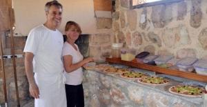 Mardin'de dükkan açtı. Köyün adı 'Pizza' olsun dedi