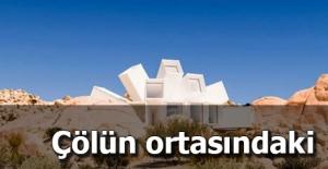 Tamamen Konteynerlardan Yapılmış İnanılmaz Ev