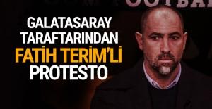 Galatasaray taraftarından Fatih Terim'li protesto