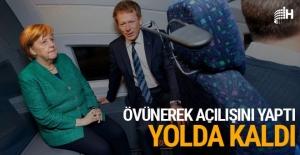 Merkel'in açılışına katıldığı tren yolda kaldı