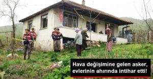 Hava Değişimine Gelen Asker, Evlerinin Ahırında İntihar Etti
