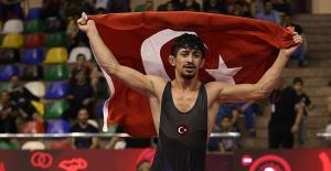 Dünya şampiyonu oldu otogarda kimse karşılamadı!