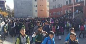 (AFAD) merkez üssü  potnas  ta deprem oldu. Okullar boşaltıldı